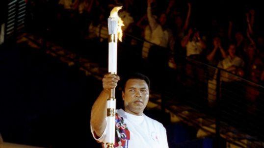 muhammad-ali-lights-olympic-torch