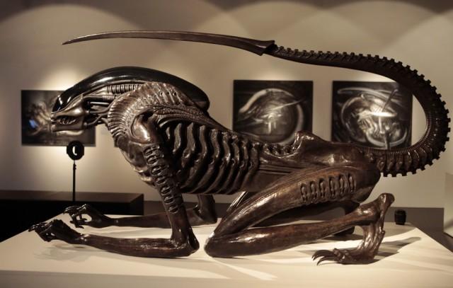 Alien-in-museum-feminine-pose.jpg
