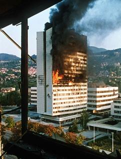 sarajevo-building-burns