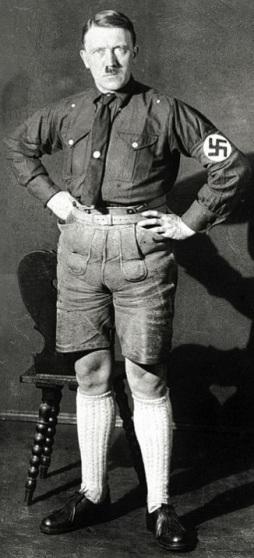 Hitler con Lederhosen.jpg