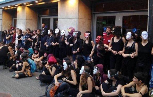 mujeres-contra-jorge-cremades.jpg